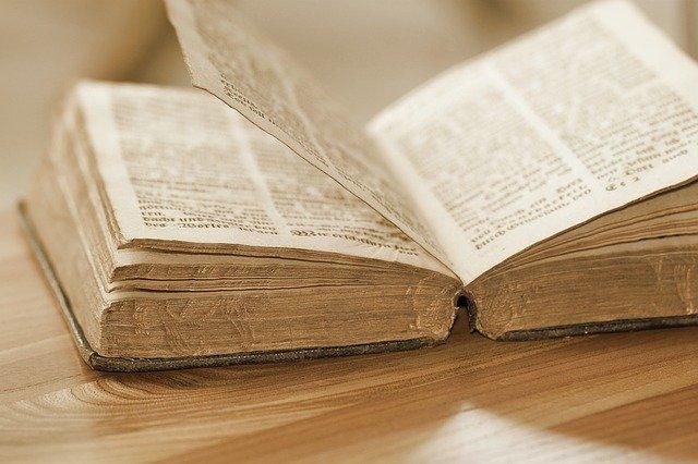 ספרי קודש: אוצר הספרים מציע מגוון עשיר של ספרים לרכישה באינטרנט