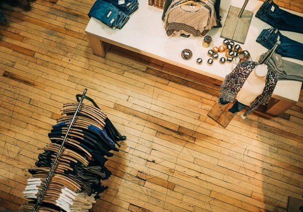 איך ליהנות מכמה שיותר שילובי בגדים עם כמה שפחות פריטים?